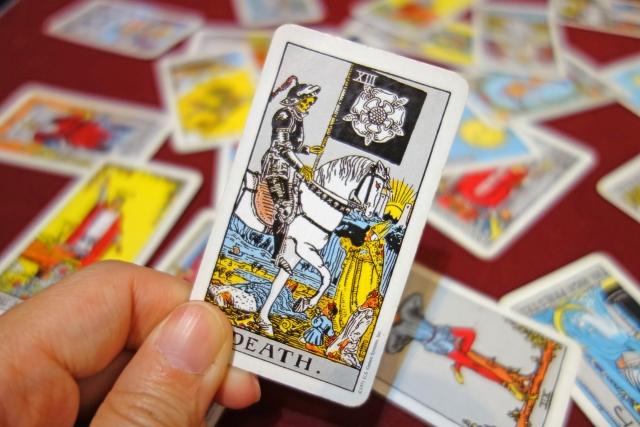 タロット占いにおける「死神」のカードの復縁の行方と捉え方