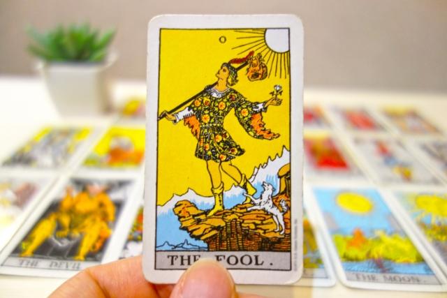 正位置・逆位置で復縁の行方は?愚者のカードをポジティブに捉えよう