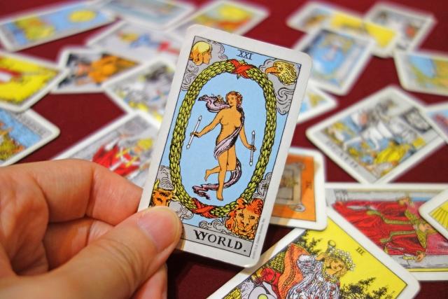 大アルカナの中では最強カード?!「世界」が示す運気の変化と復縁の行方
