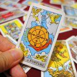 タロット占いでは大きな転換点を示す「運命の輪」のカードと復縁での対処法