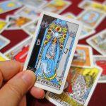 自身の内面を見直す必要?タロット占いにおける「女教皇」のカードの意義
