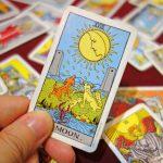 タロット占いにおける「月」のカードの意味合いと復縁占いでの基本解釈